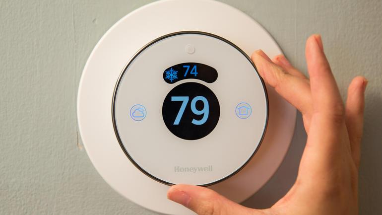 lyric-smart-thermostat-product-photos-23